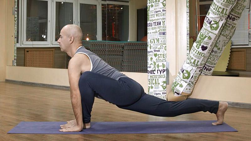 йога для начинающих - Ашва Санчаланасана 1