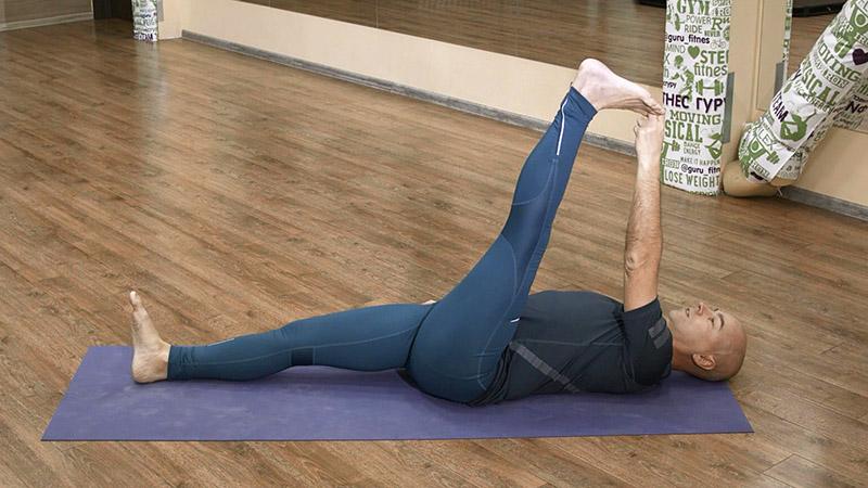 йога для начинающих - Супта Падангуштхасана 1