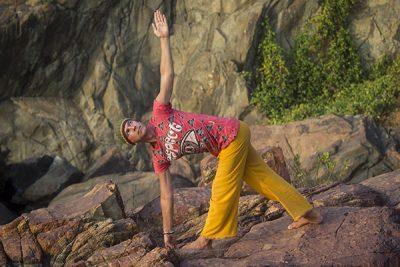 Паривритта Триконасана в Гокарне в Индии