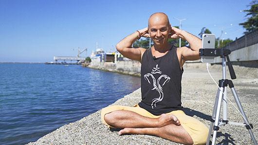 исцелить головную боль техниками йоги